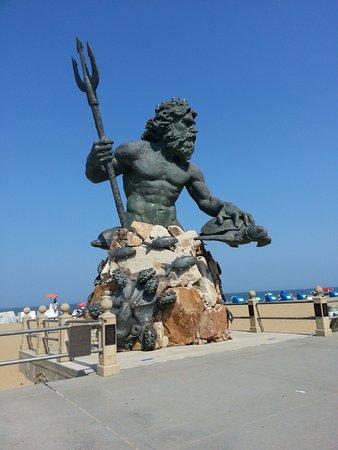 Neptune S Park Statue