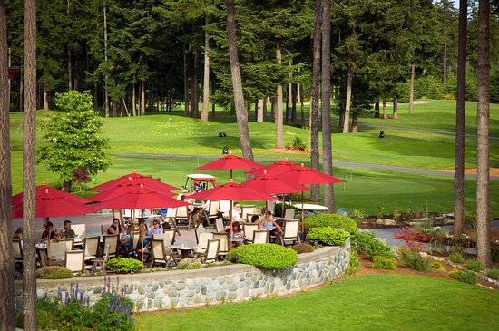 Courtenay, Canada: The patio at the Timber Room, overlooking the golf course