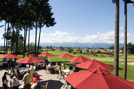 Courtenay, Canada: View of the golf course and Beaufort Mountains from the Comox Valley's largest patio