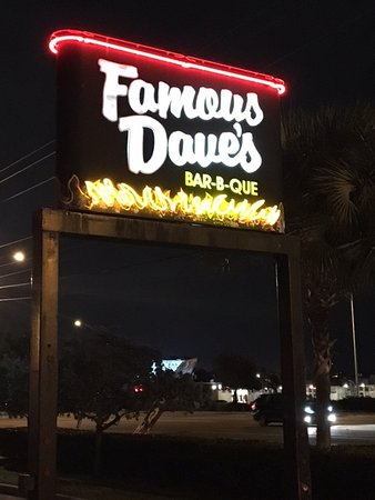 Famous Dave's Barbeque: BBQ restaurant typique americain