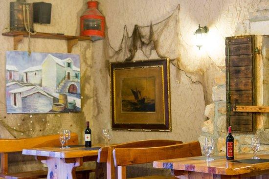 Brač, Kroatië: Tavern (inside)