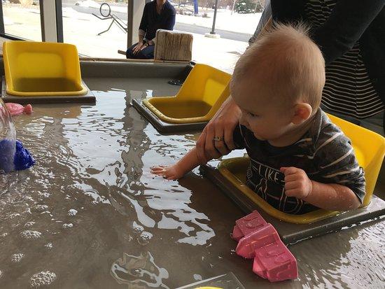 Lehi, UT: Babies water playground