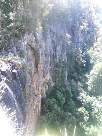 Moorooka, أستراليا: cliffs with waterfalls