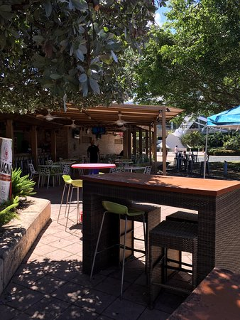 Ficus Mexican Bar & Grill: Ficus outdoor restaurant