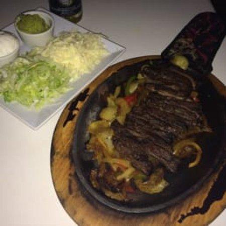 Ficus Mexican Bar & Grill: fajitas
