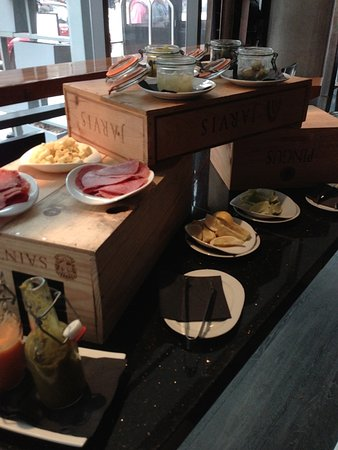 dana hotel and spa : Amazing Bloody Mary Bar
