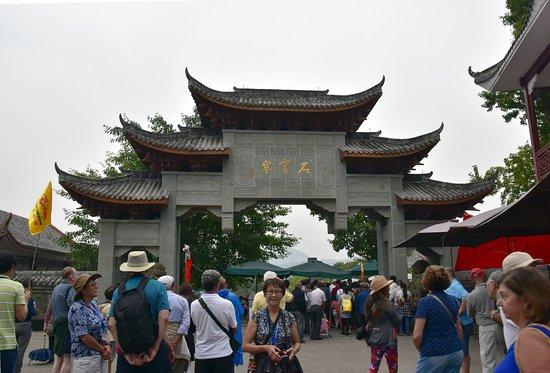 Yangtze River: Second gate to the Shibaozhai Pagoda