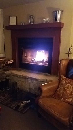 Kedron Valley Inn: Relaxing by the fire
