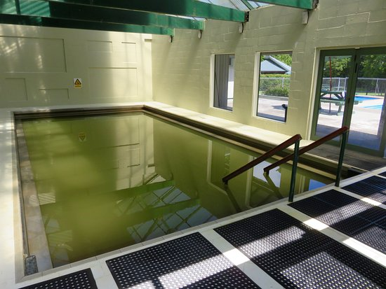 Morere Hot Springs: The large indoor thermal pool