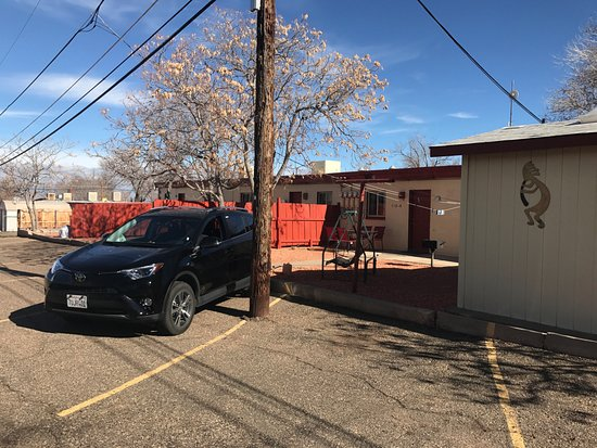 Red Rock Motel: Parking area of room 112B