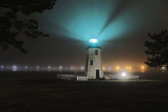 Gurney's Newport Resort & Marina: A shot of the lighthouse on the island during a foggy evening