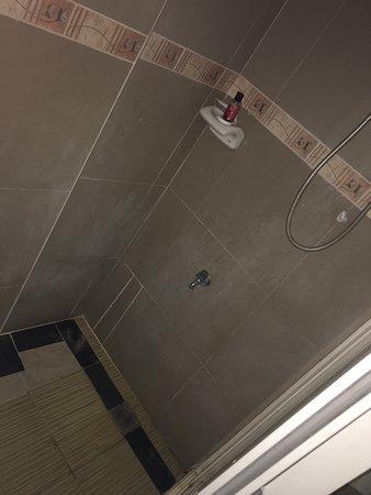Boracay Royal Park Hotel: Dirty, horrible, yuk!!!!!!