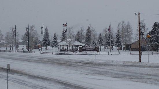 Σάουθ Φορκ, Κολοράντο: South Fork Visitor center just across the road.  Go have fun ice skating!