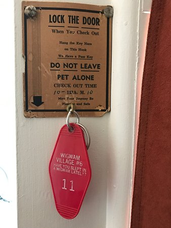 Wigwam Motel: Leave your key here when you leave