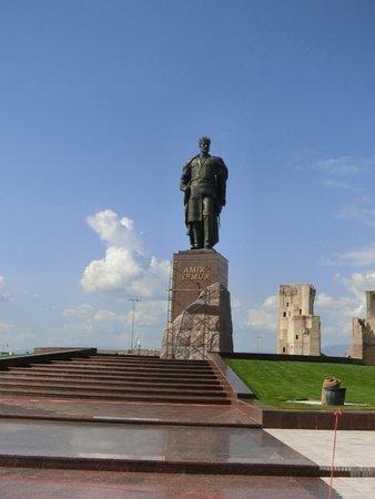 Shakhrisabz, Usbekistan: ティムールの立像