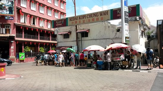 Chung Wah Chicken Rice Ball : foto diambil dari depan jalan