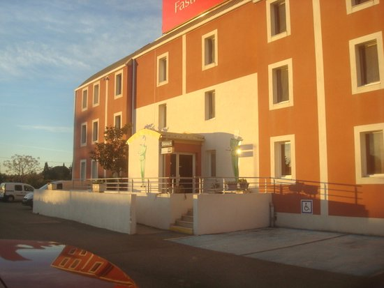 Fasthotel nimes ouest lunel hotel reviews price for Hotels nimes
