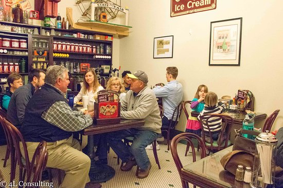 Pittsboro, NC: The back room holds 8-16 people and is a great place for a big family dinner