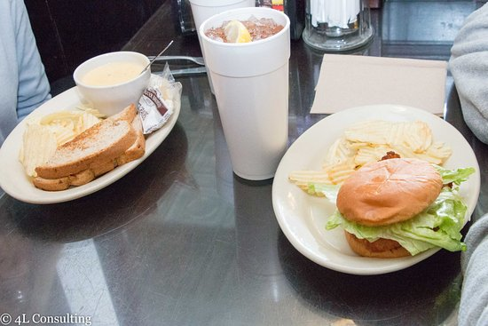 Pittsboro, NC: Our half sandwich and soup and grilled chicken sandwich