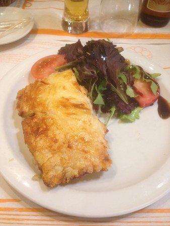 Cafe Bar Mandala: Hojaldre de pollo con verduras.