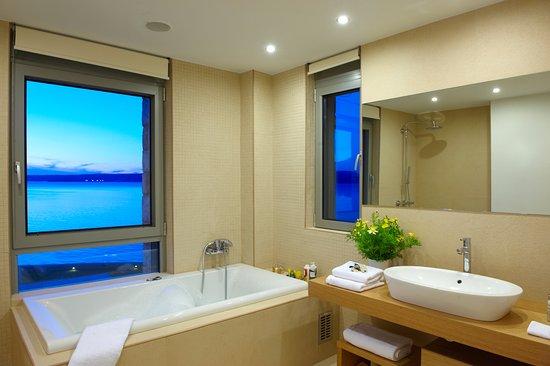 Almyrida, Yunanistan: Almyra main bathroom
