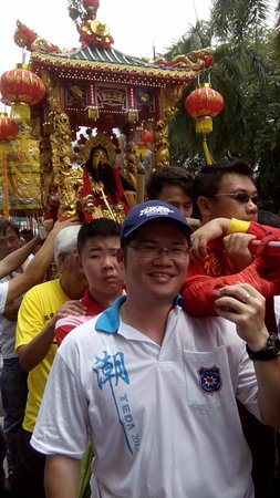 """Johor Old Chinese Temple: One of the activities during the Chingay will be the """"carry the sedan of the deities""""."""