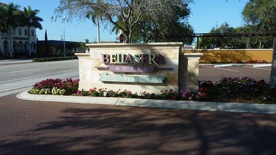 Bellasera Resort: Einfahrt zum Parkplatz