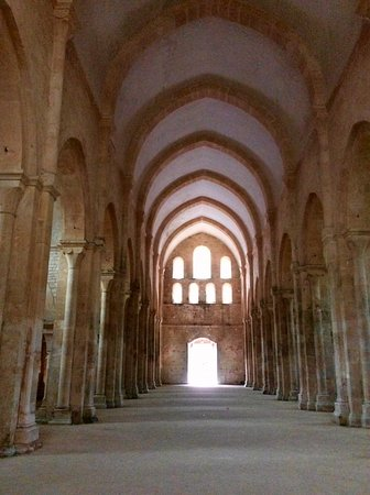Montbard, Francia: A igreja