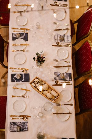Castletownroche, Ирландия: Place setting in Coach House by White Cat photography