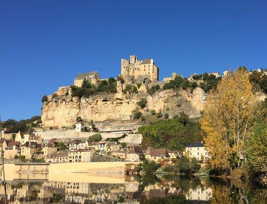 Le château de Beynac, Beynac-et Cazenac, jeux de reflets sur la Dordogne