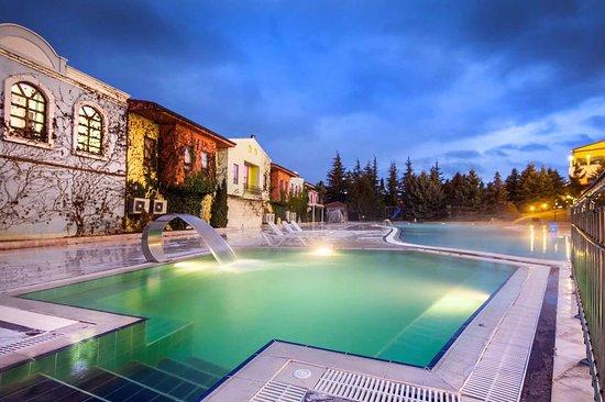 Ikbal Thermal Hotel & Spa: Thermal Açık Havuz - Outdoor Thermal Pool