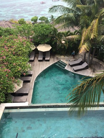 Batu Karang Lembongan Resort & Day Spa : Vue des piscines hautes depuis la suite
