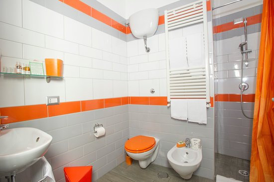 Bagno camera arancione. picture of b&b eco pompeii tripadvisor