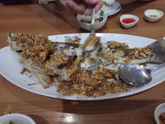 Seabass smothered in fried garic - so yummy!