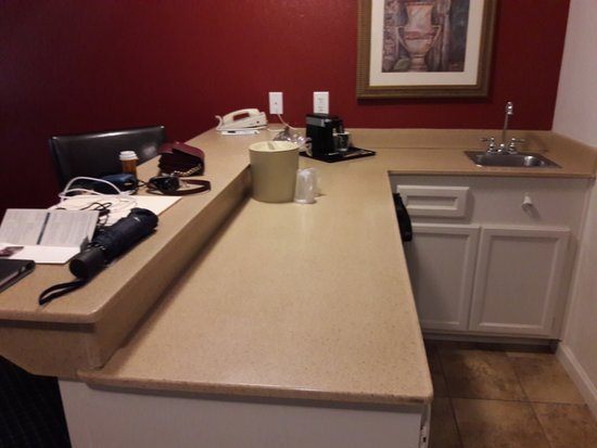 Alexis Park Resort: Small bar type sink, dorm size refrigerator under counter space, very small trash can
