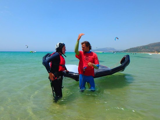 Tarifa Max Kitesurf School: Get step by step instructions and feedback