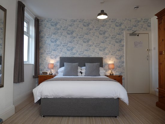 The Cliffbury Guest House: This is Room 5 - 2nd floor double room with en-suite shower room and amazing dual aspect views.