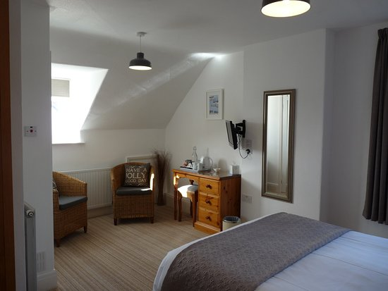 The Cliffbury Guest House: This is room 5 - 2nd floor double room with seating area to one end of the room.
