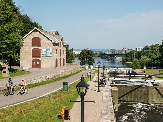 Ottawa Locks on the Rideau Canal by the Bytown Museum - Ottawa Tourism