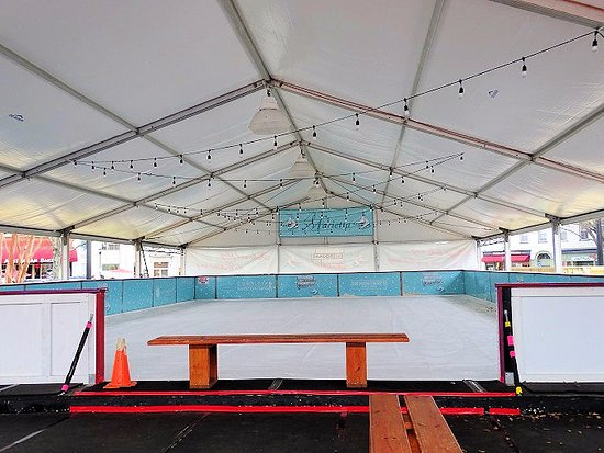 Marietta Square: ice skating rink in park