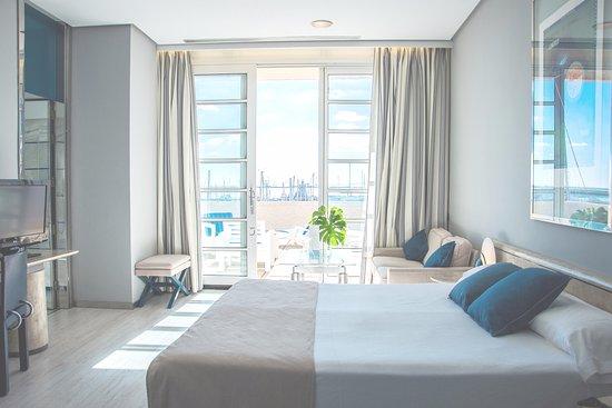 Hotel Puerto Sherry: Doble marina con terraza