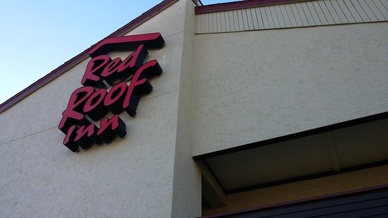 Red Roof Inn Peoria: Sign