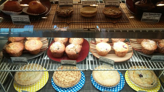 Peoria, IL: Bakery case