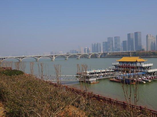 Wangcheng County, Çin: West Bank view of bridge