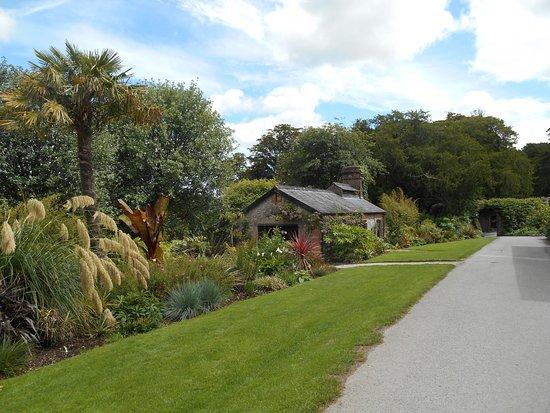 Jardines y Castillo de Blarkney: A beautiful walkway.