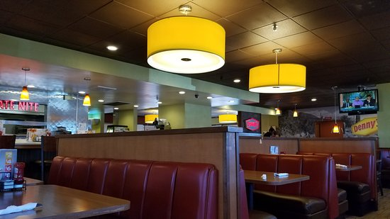 Denny's: dining area