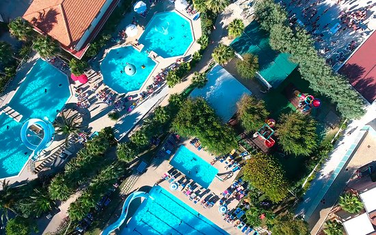 Holiday Family Village: Panoramica piscine