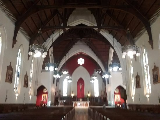 St. Patrick's Cathedral : Central aisle