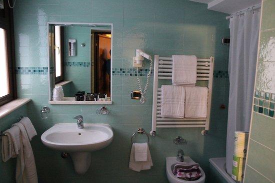 Hotel San Cassiano - Residenza d'Epoca Ca' Favaretto: salle de bain de la salle de bain au RDC