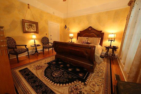 Aunt Adeline's Bed and Breakfast: Romantic Harlequin